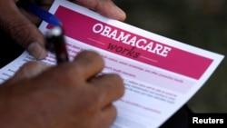2013年9月28日加利福尼亚州洛杉矶市民申请填写《患者保护与平价医保法》