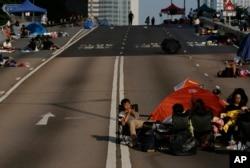 香港學生和市民發起的爭取真普選的佔領行動,10月6日進入第9天。仍然有示威人士佔領在政府總部附近的行車道。