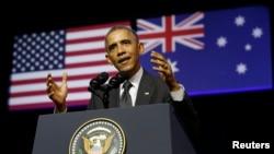 Presiden Barack Obama memberikan sambutan di Universitas Queensland, Brisbane, Australia (15/11)