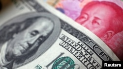 Tư liệu: Dollar Mỹ và Đồng nguyên của Trung Quốc- Ảnh chụp ngày 2/6/2017. REUTERS/Thomas White/Illustration/File Photo/File Photo