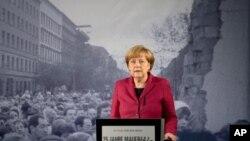 Kanselir Jerman, Angela Merkel memberikan pidato di monumen peringatan Tembok Berlin di Bernauer Strasse, pada HUT ke-25 runtuhnya Tembok Berlin, Minggu (9/11).