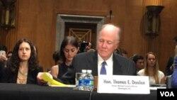 前國家安全顧問多尼隆在聽證會上作證資料照。