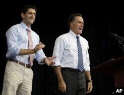 共和党总统候选人罗姆尼和他的竞选搭档瑞安议员10月23日在内华达州竞选