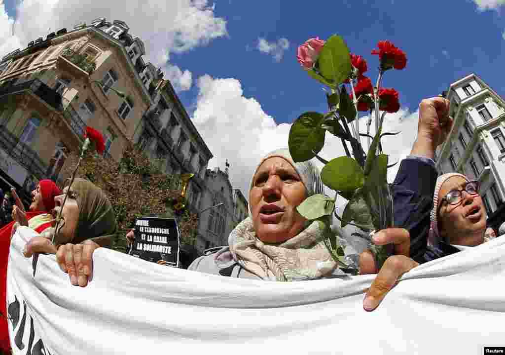 ان حملوں میں 32 افراد ہلاک ہو گئے تھے جن میں 16 میلبیک میٹرو میں ہلاک ہوئے۔