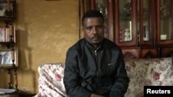 Récemment libéré de prison, Keyfalew Tefera, âgé de 33 ans, dit avoir été torturé à Addis-Abeba en Éthiopie, le 17 juillet 2018.