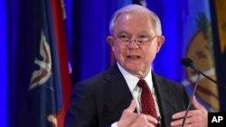 제프 세션스 미국 법무장관이 27일 워싱턴에서 열린 전국 법무장관 회의에서 연설하고 있다. 이날 회의에는 미국 각 주 법무장관들이 참석했다.