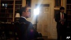 奥巴马每周例行讲话:美国正在走向正确的方向