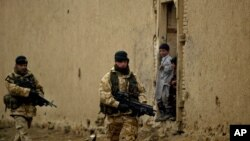 افغانستان میں تعینات برطانوی فوجی۔ فائل فوٹو