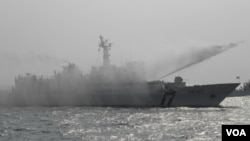 海巡署新船高雄港外喷水演习(美国之音申华拍摄)