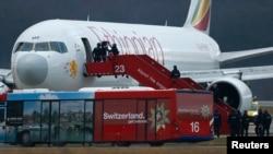 Самолет Ethiopian Airlines, который был вынужден приземлиться в международном аэропорту Женевы 17 февраля 2014г.