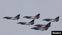 中國空軍殲10戰機表演隊參加巴基斯坦閱兵日前的彩排。(2019年3月18日)