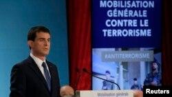 El primer ministro francés, Manuel Vals, anuncia las nuevas medidas de seguridad y contra el terrorismo.