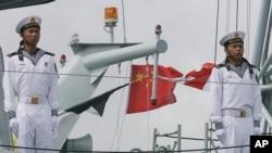 中国人民解放军海军士兵 (资料照片)