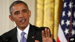 Presiden Barack Obama menjawab pertanyaan dari wartawan mengenai kesepakatan nuklir Iran dalam konferensi pers di Ruang Timur Gedung Putih, Selasa (15/7).