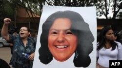Protes terhadap pembunuhan aktivis lingkungan hidup Berta Caceres, di La Esperanza, 200 km baratdaya Tegucigalpa, 3 Maret 2016.