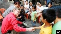 필리핀 빈민가를 시찰하는 졸릭 세계은행 총재