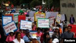 泰国女工在联合国驻曼谷机构外集会庆祝国际妇女节(资料照片)