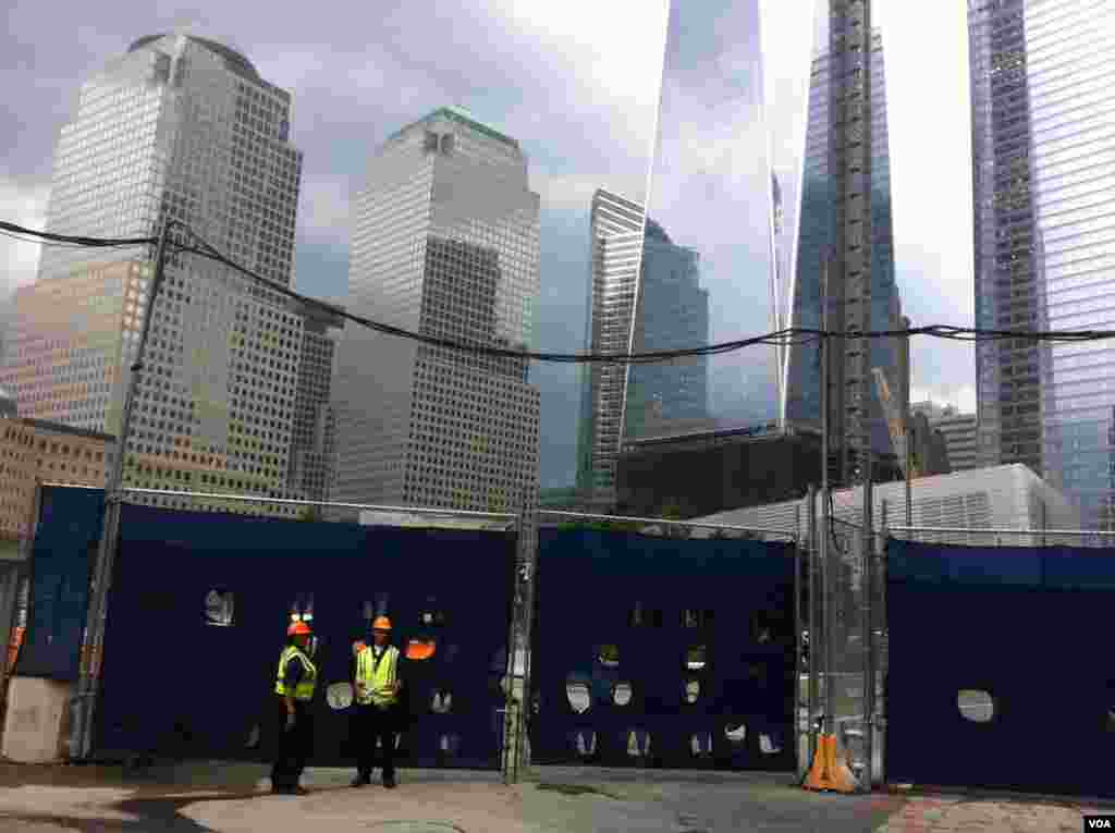 Construction of new World Trade Center tower in New York City (Photo: VOA / Sandra Lemaire)