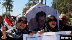 Irački novinarin na sahrani Mohameda Badavija, šefa biroa Radija slobodnog Iraka u Bagdadu