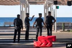2016年7月16日法国防暴警察在尼斯巡逻