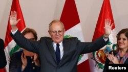 Pedro Kuczynski yatsinze amatora muri Peru