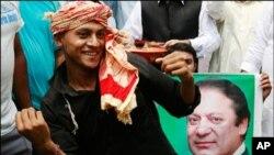پاکستان میں 'جمہوریت کا حسن ' عروج پر ، اہم رہنماوٴں کی ملاقاتیں اور سرگرمیاں جاری