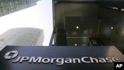 ຫົວໜ້າບໍຣິຫານ ທະນາຄານໃຫ່ຍທີ່ສຸດ ໃນອາເມຣິກາ JPMorgan Chase ເປີດເຜີຍການຂາດທືນ 2 ພັນລ້ານໂດລາ ໃນການຊຶ້ຂາຍສະລັບຊັບຊ້ອນ.