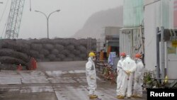 Suasana saat istirahat para pekerja di salah satu sudut PLTN Fukushima Daiichi yang dioperasikan oleh Tokyo Electric Power Company (TEPCO), 12 Juni 2013 (foto: dok).