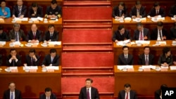 Presiden China Xi Jinping (tengah) dalam sidang Konferensi Konsultatif Politik Rakyat China (CPPCC) di Beijing, 3 Maret 2017. (Foto: dok).