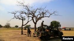 지난 30일 남수단 수도 주부 외곽에서 정부군 병사들이 경게 중이다.