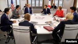 Lideri sedam najvećih svjetskih ekonomija i predsjednik Evropskog savjeta Donald Tusk na samitu u Bijaricu