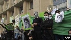 چندین نفر به اتهام پاره کردن عکس آیت الله خمینی بازداشت شدند