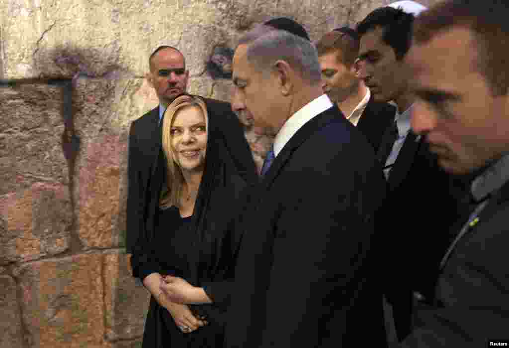 Israeli Prime Minister Benjamin Netanyahu concludes his statement to the media at the Western Wall, Judaism's holiest prayer site, in Jerusalem's Old City, March 18, 2015.
