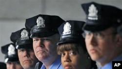 费城警察局国土安全部门听取有关国土安全演习的指示(资料照片)