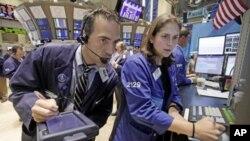 Расте загриженоста за економијата, паѓа вредноста на акциите