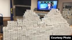 美国俄勒冈州泰格德市警方查获的苹果手机(图片来源:泰格德市警方官方推特)