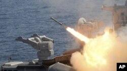 آزمایش همزمان راکت های قابل حمل کلاهک ذروی از سوی هند و پاکستان