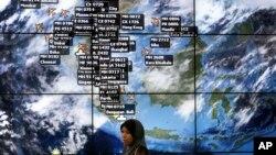 Màn hình điện tử về thông tin trực tiếp của vị trí các chuyến bay tại sân bay quốc tế Kuala Lumpur.
