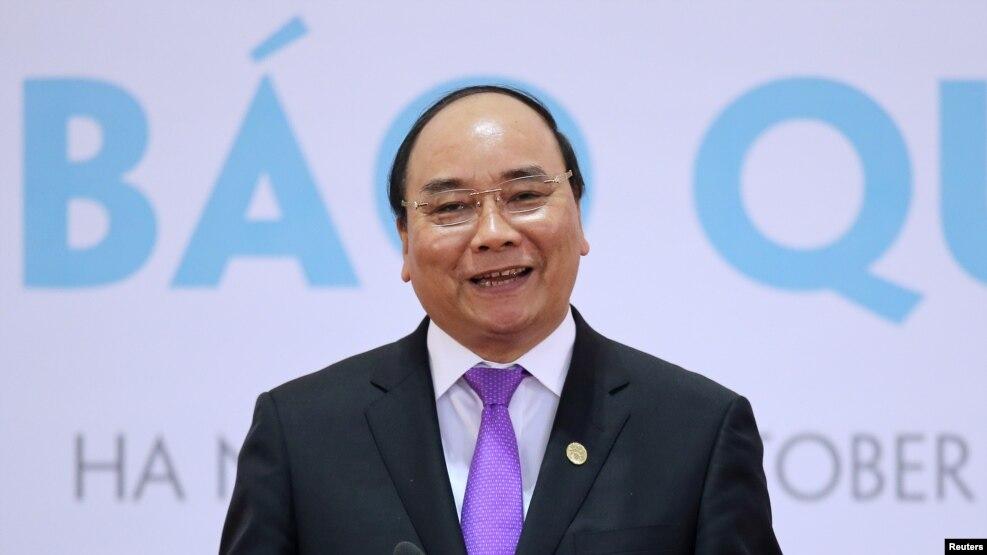 Thủ tướng Nguyễn Xuân Phúc phát biểu tại cuộc họp báo sau Hội nghị cấp cao (HNCC) hợp tác Campuchia - Lào - Myanmar - Việt Nam lần thứ tám (CLMV-8) và HNCC Chiến lược hợp tác kinh tế Ayeyawady-Chao Phraya-Mekong lần thứ bảy (ACMECS-7) tại Hà Nội, ngày 26/10/2016.