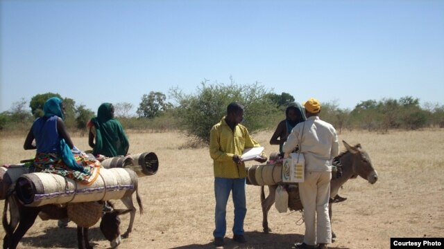 Des nomades sont vaccinés contre la polio
