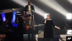 Britanska pjevačica Adele svojim novim albumom 21 postiže veliki uspjeh u Sjedinjenim Državama