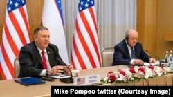 El secretario de Estado de EEUU, Mike Pompeo, junto al ministro de Exteriores de Uzbekistán, Abdulaziz Kamilov, en Tashkent, Uzbekistán, el lunes 3 de febrero de 2020.