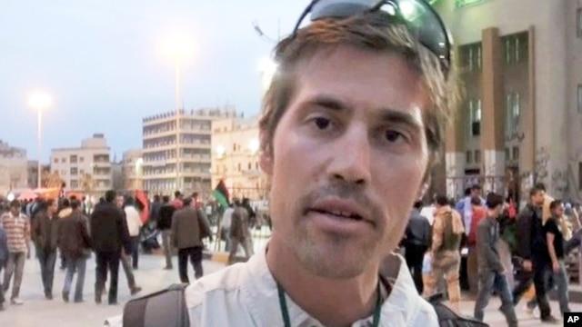 这张没有注明日期的照片显示的是美国记者詹姆斯•福利在利比亚班加西。