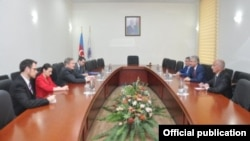 Robert Sekuta və Əli Əhmədov