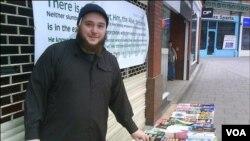 Munir Farooqi, dituduh menggunakan kios buku Islam di Manchester untuk merekrut warga muslim Inggris.