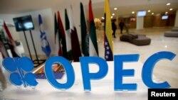 La OPEP podría aumentar los recortes a la producción anunciados el mes pasado.