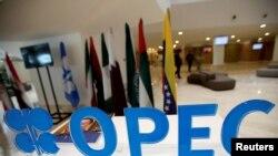 Le logo de l'OPEP lors d'une rencontre en Algérie, le 28 septembre 2016 . REUTERS/Ramzi Boudina.