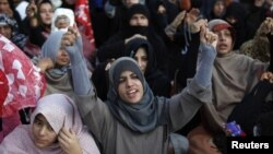 遜尼派穆斯林2月17日在奎達舉行集會﹐抗議炸彈襲擊事件。