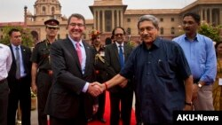 U.S. Defense Secretary Ashton Carter, left, shakes hand with Indian Defense Minister Manohar Parikkar in New Delhi, India, June 3, 2015.