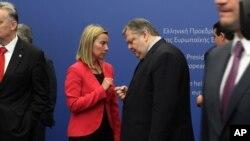 Grčki ministar spoljnih poslova Evangelos Venizelos u razgovoru sa italijanskom ministarskom spoljnih poslova Federikom Mogerini.